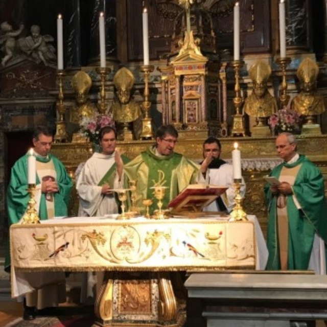 Father General celebrates Mass.